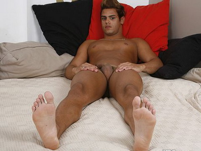 Hunky Stefano Gives Us a Foot Show